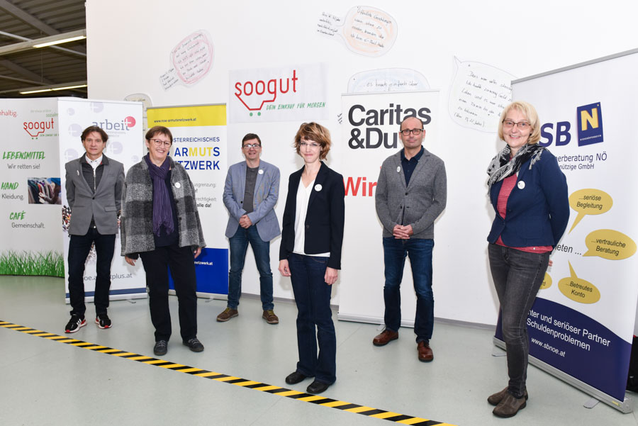 Mitglieder des niederösterreichischen Armutsnetzwerkes im soogut-Sozialmarkt St. Pölten