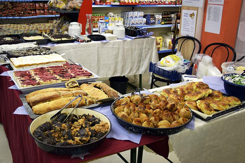 Kuchen- und türkisches Buffet