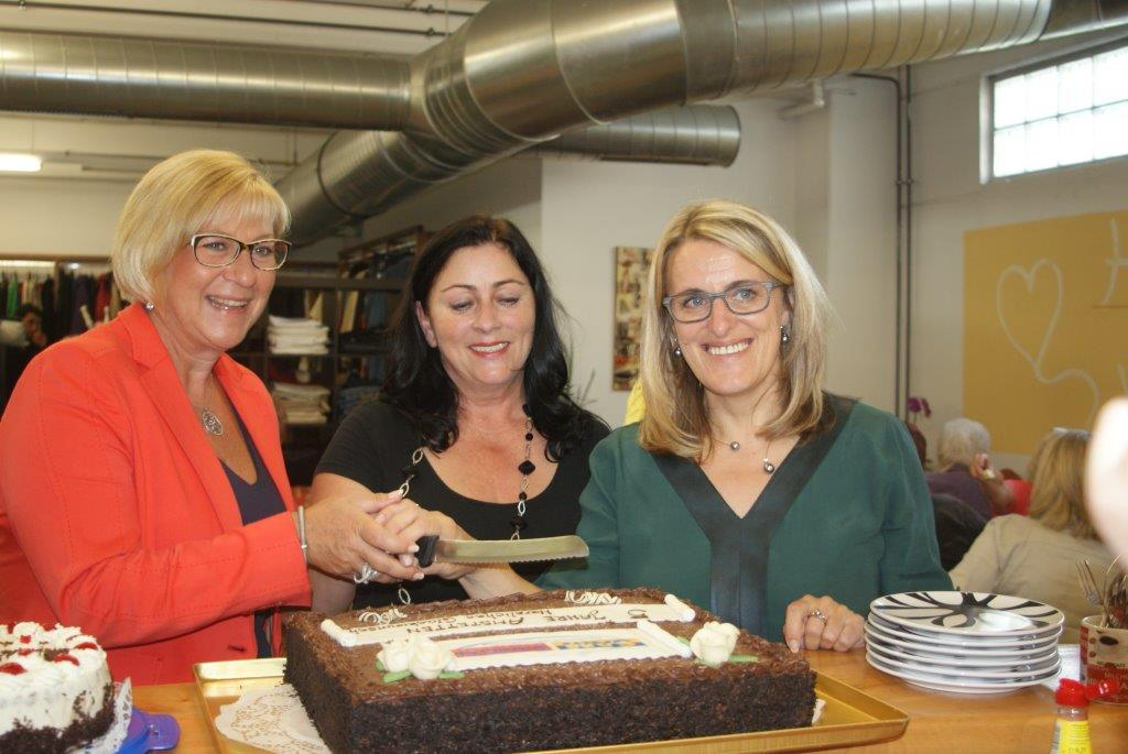 von links nach rechts: Bgm.in Ursula Puchebner, Inge Höblinger, Vizebgm.in, Abg. zum NR Ulrike Königshofer-Ludwig