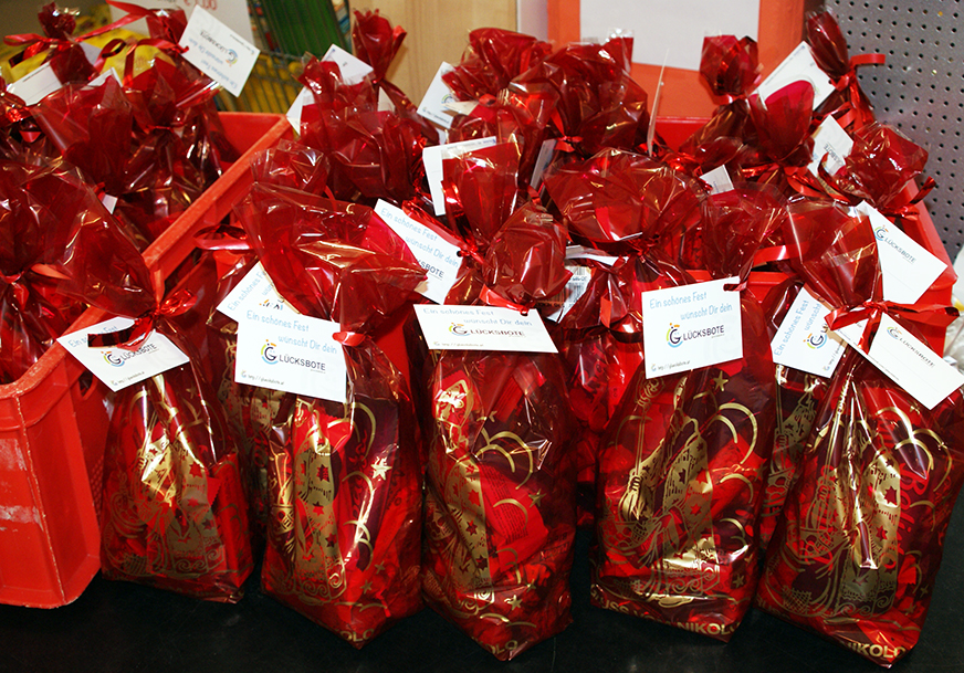 Mehrere Geschenkesackerl