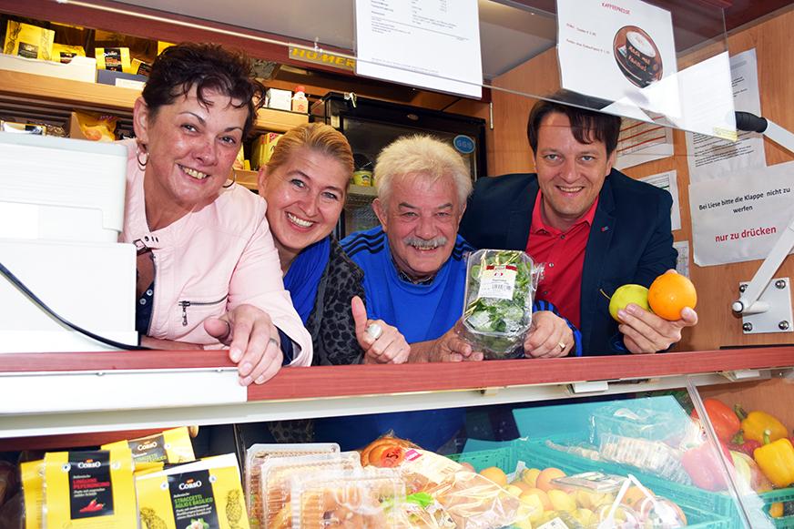 v.l.n.r.: Gerlinde Luftensteiner (Marktleiterin), Anneliese Dörr (Regionalmanagerin), Anton Ebner (Ortsvorsteher und GR), Sozialstadtrat Gerhard Riegler