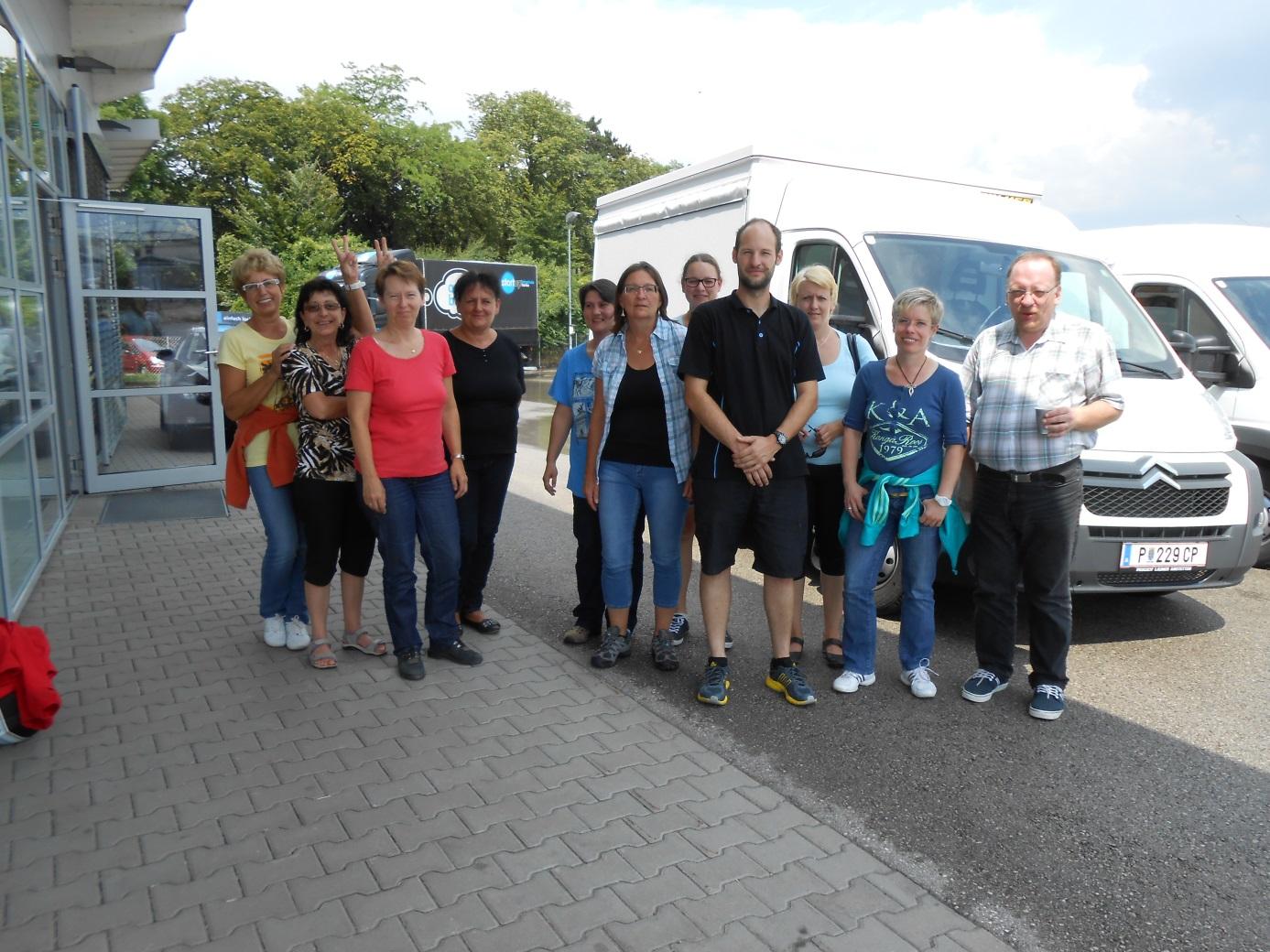 von links nach rechts: Inge Rausch, Silvia Winter, Heidemarie Hackl, Gabriele Huschak, Alexandra Hinterleitner, Gabriele Kranl, Renate Aigner, Tamara Ladner, Christa Ahrer, Christian Naderer,