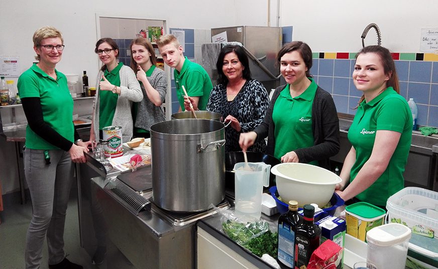Margareta Anderle und ihre Lehrlinge