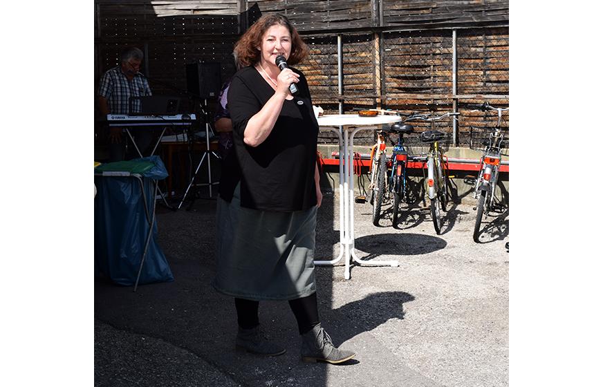 Manuela eröffnet die Veranstaltung