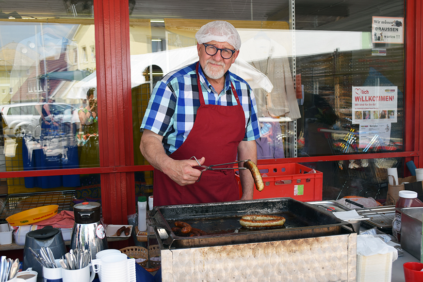 Rainhard Sandhofer beim Grillen