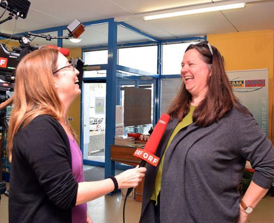 Manuela Matl/ORF interviewt Christine Krampl/GF SAM NÖ