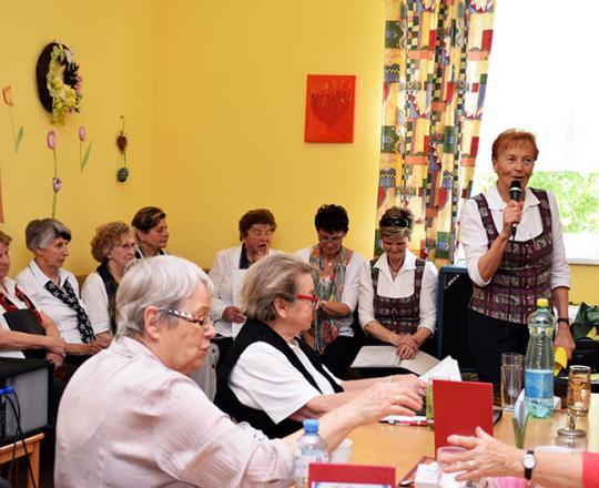Begrüßung der Gäste durch die Singgruppe Harmonie