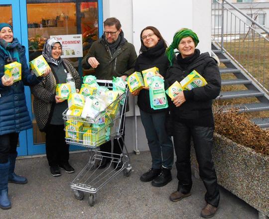 Gerhard Wannemacher und sein Team übergeben die Spende an Nazife