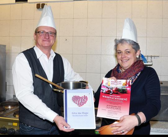 Fraktionsvorsitzender Stadtrat KommR Peter Spicker und die Marktleiterin Barbara Sandhofer freuen sich auf zahlreiche Gäste.